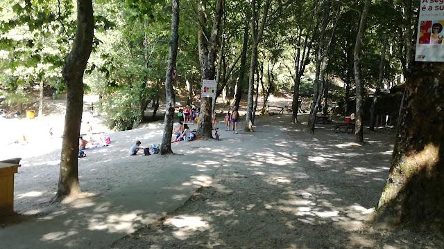 Zona do passadiço ao lado do areal e parque de merendas