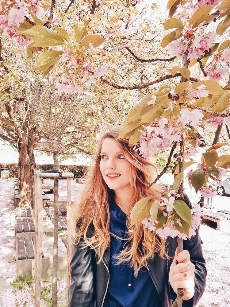 12 melodylaniella gamiss manzana różowe sneakersy króliczki granatowa sukienka skórzana ramoneska pikowana listonoszka szara manzana praga photoshoot sesja zdjęciowa fashion style modnapolka lookbook ootd girls