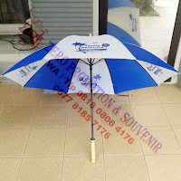 Payung Standar Sarung Plastik gagang kayu
