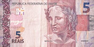 A cédula de R$ 5 Reais mostra que o brasileiro atualmente não tem dinheiro para grandes compras.