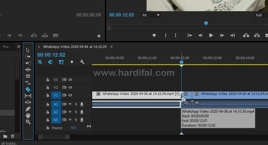 Mengarahkan razer tool ke tengah perpindahan video