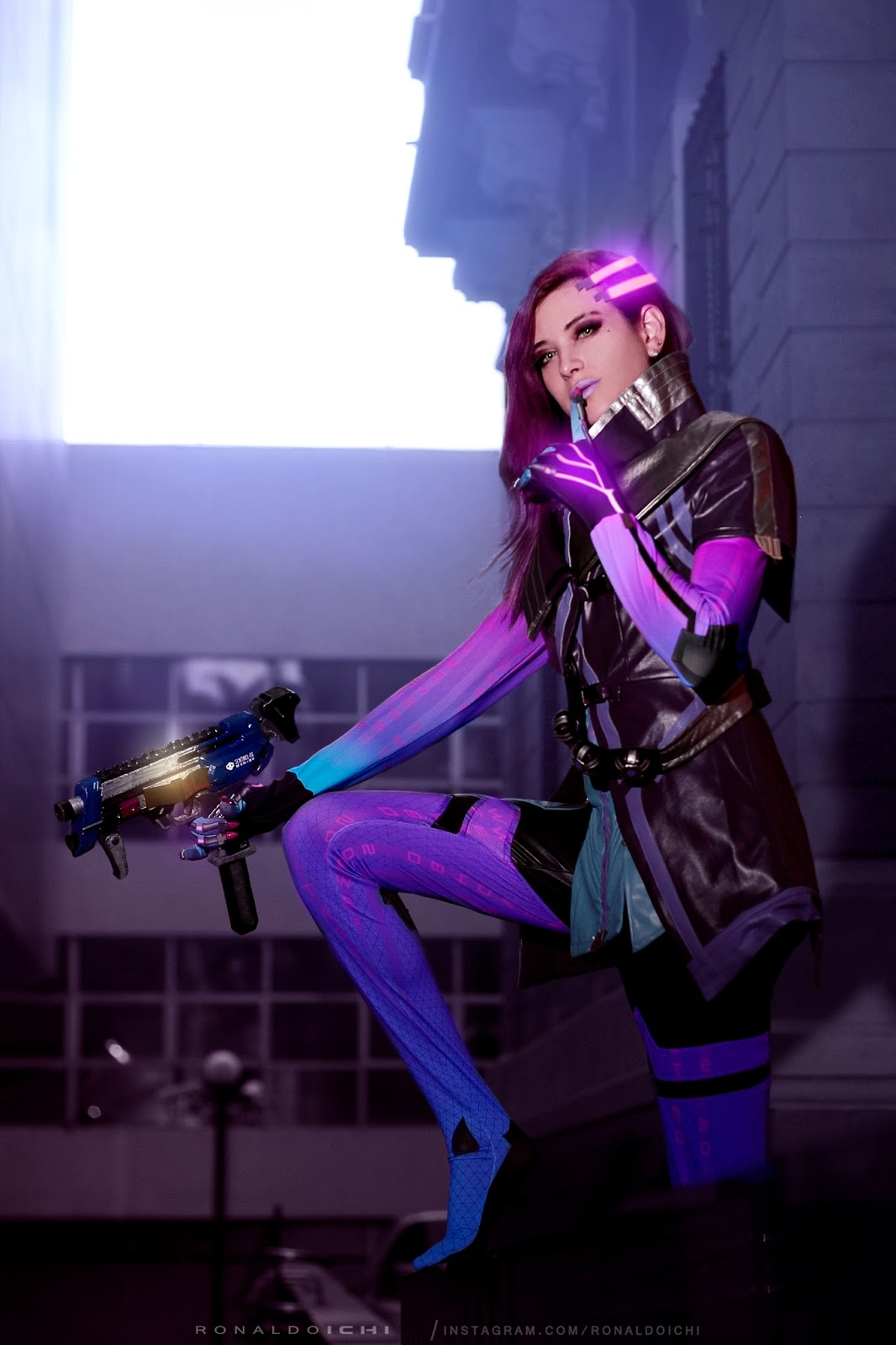 Ensaio fotográfico cosplay com a cosplayer Rizzy e sua Sombra do game Overwatch da Blizzard