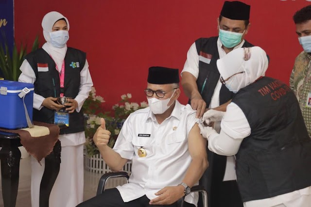 Gubernur Aceh Disuntik Dosis Pertama Vaksin Covid-19