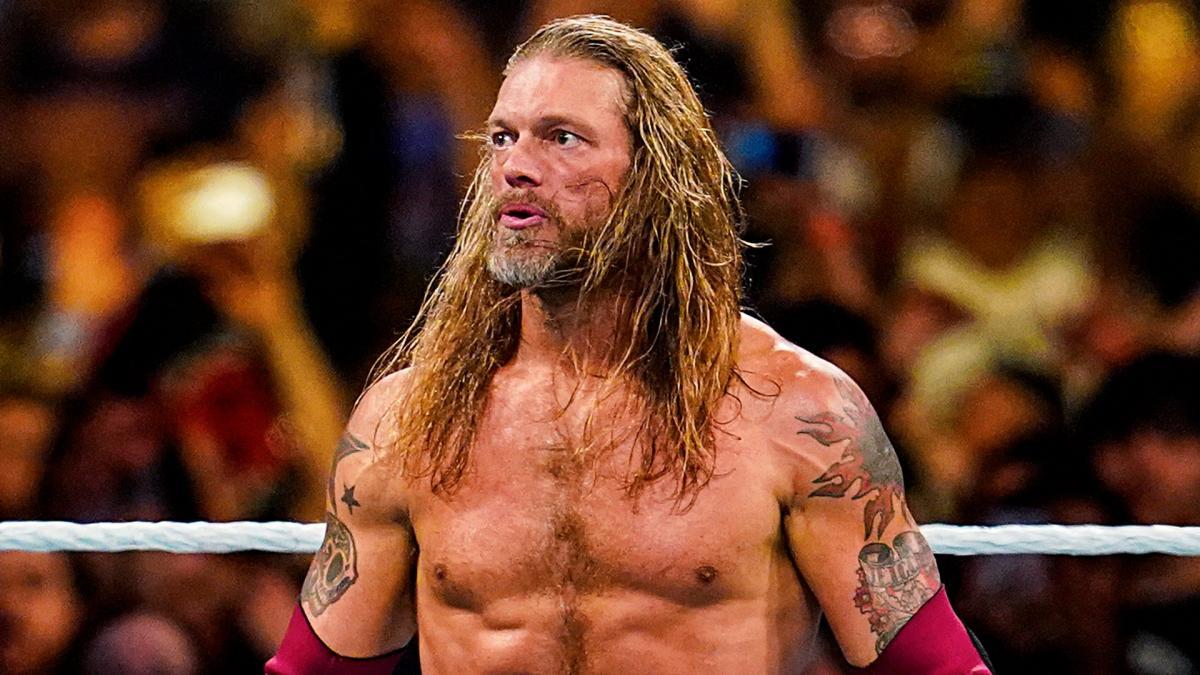 Edge diz que Roman Reigns deveria ter encerrado a Streak de Undertaker