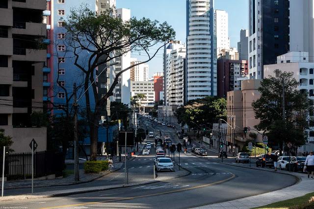 Vales de Sombras formado pela construção de edifícios altos nos dois lados da rua