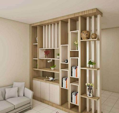 Desain ruangan tengah rumah minimalis tipe 45 dengan rak partisi temporer