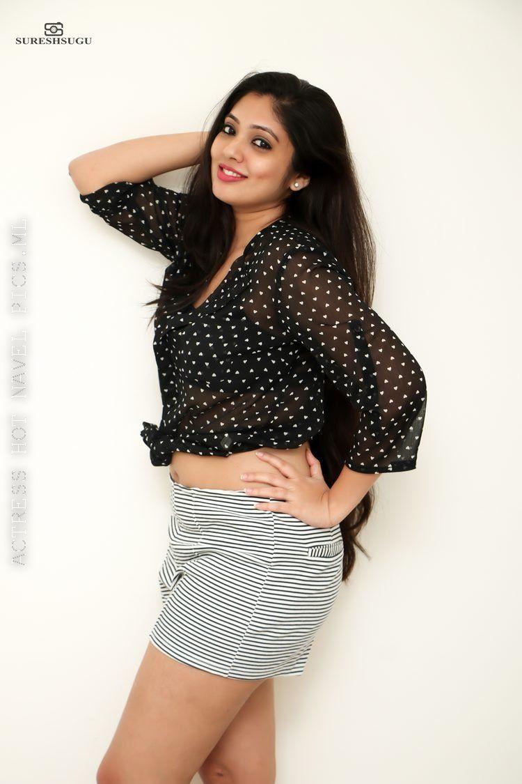 Veena Nandakumar Hot Sexy Thighs And Navel Photos