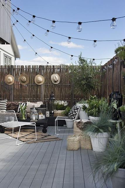 terasa mica, gradina mica, gradina urbana, lemn, deck, gard nuiele, deor modern gradina