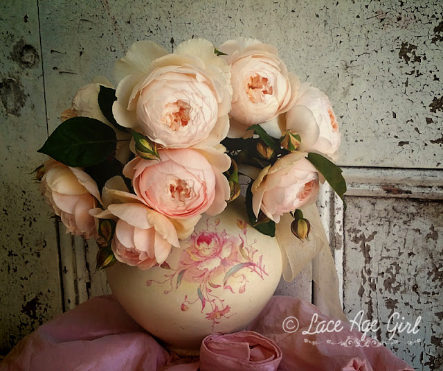 http://lace-age-girl.blogspot.com/2018/08/the-sweetness-of-roses-and-friendship.html