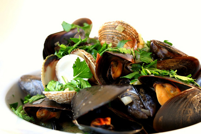 dinner, quick and easy, seafood, mussels, ginger scallion mussels