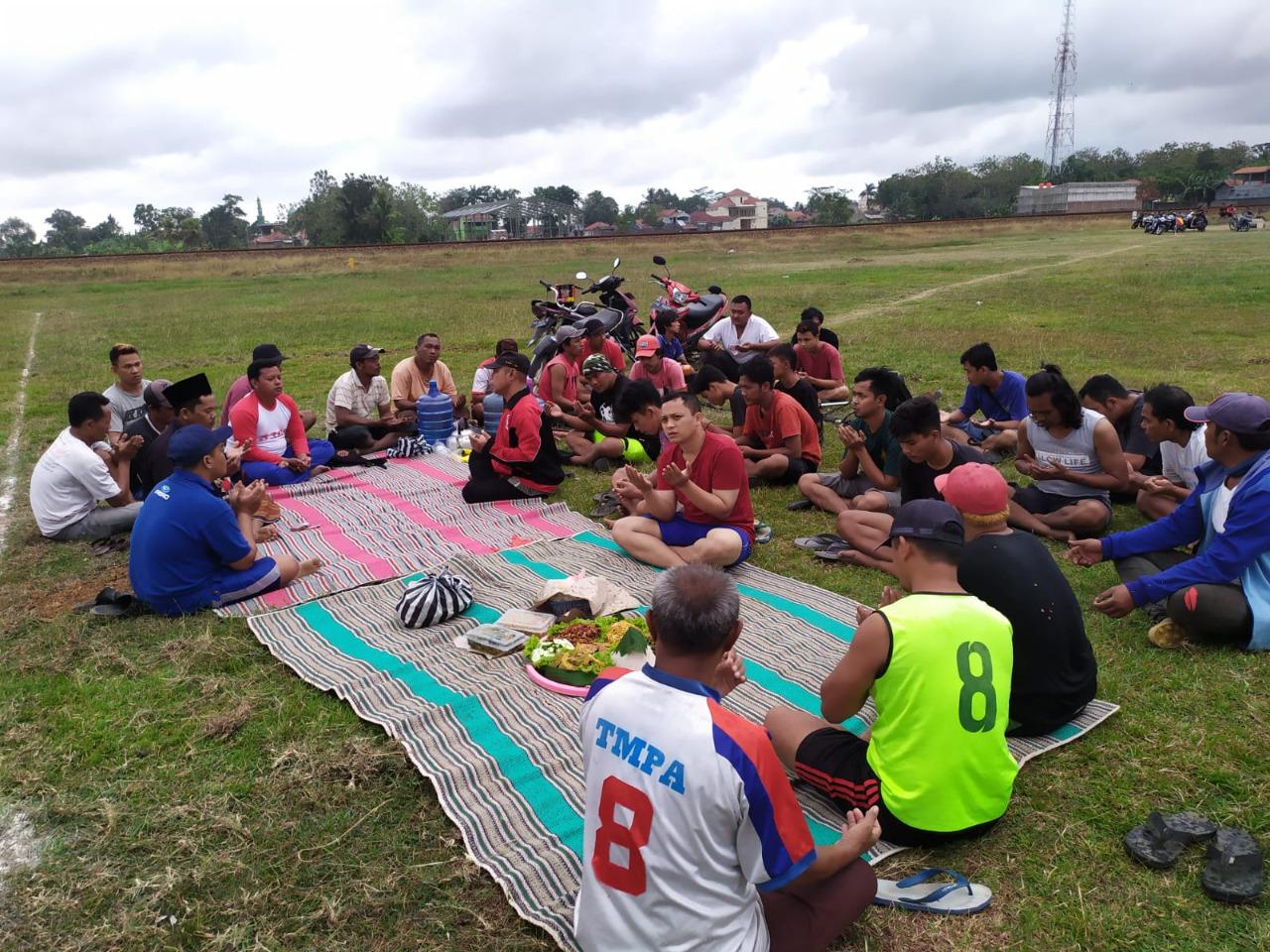 Karang Taruna Kelurahan Selang Hidupkan Kembali Lapangan yang Lama Mangkrak