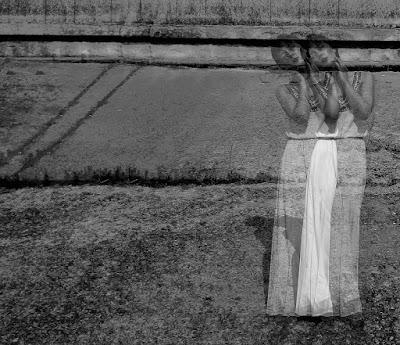 La mujer fantasma cree estar viva