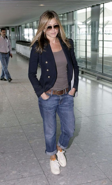 jennifer aniston sneakers outfit