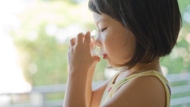 Tìm hiểu kỹ thành phần trước khi chọn sữa cho con