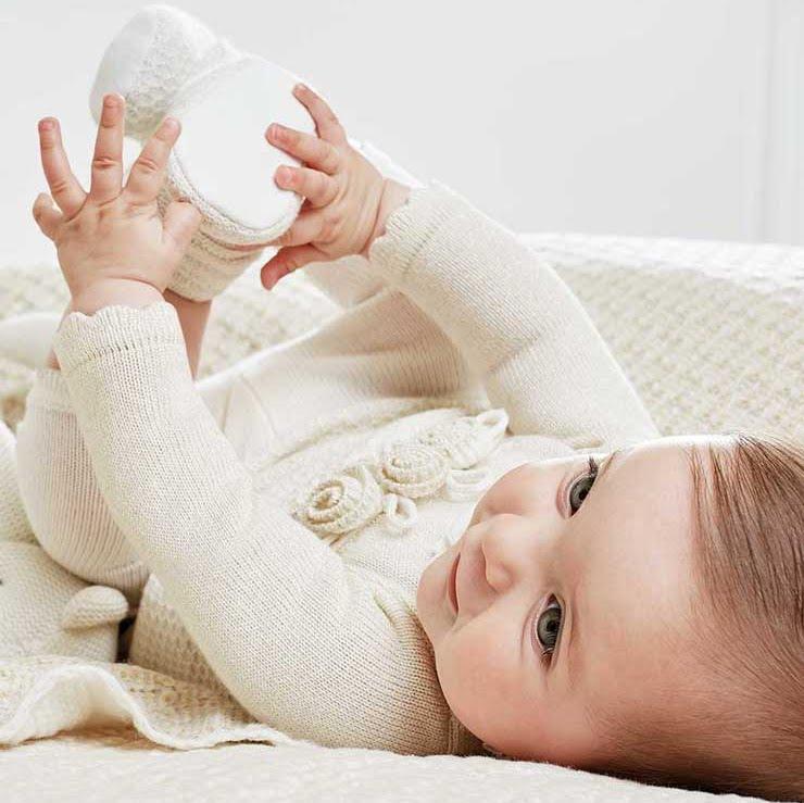985cfa43f No sin mis hijos  Cómo vestir a tu bebé para las fiestas navideñas