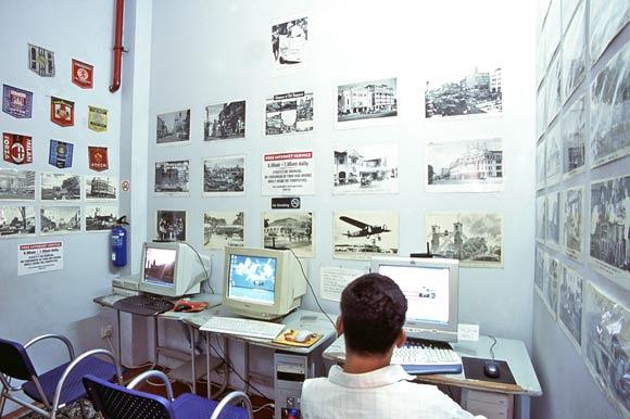 Máy tính để bàn truy cập Internet tại Backpackers Cozy Corner GuestHouse - Kinh nghiệm ăn nghỉ ở trạm tàu điện Bugis, Singapore