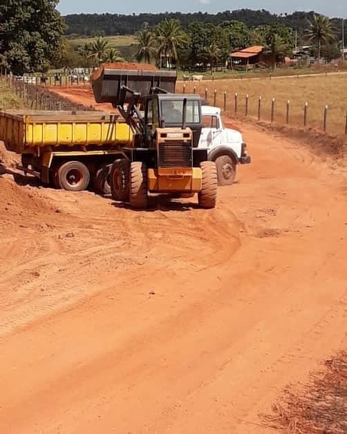Prefeitura de Senador La Rocque mantém frentes de trabalhos nas estradas vicinais, com recursos próprios!!!