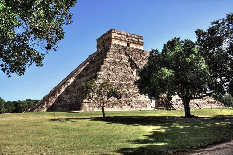 El templo de Kukulkán construido por los mayas en Chichén Itzá (México).