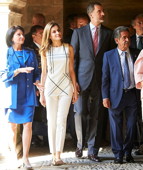 Queen Letizia wore Massimo Dutti Trousers and Uterque gold Pumps. Roberto Verino blouse, Hugo Boss