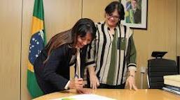Ministra interina de Bolsonaro atuou no governo Lula e Dilma