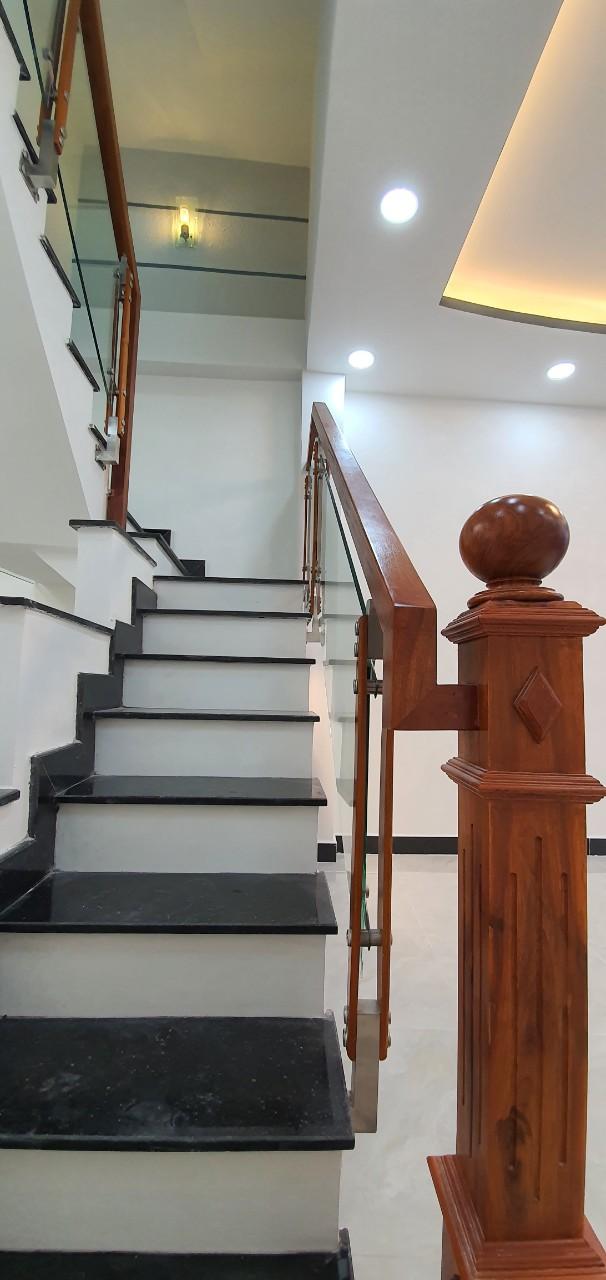 Bán nhà hẻm Nguyễn Duy phường 9 Quận 8. Nhà đẹp 2 lầu, sổ hồng riêng