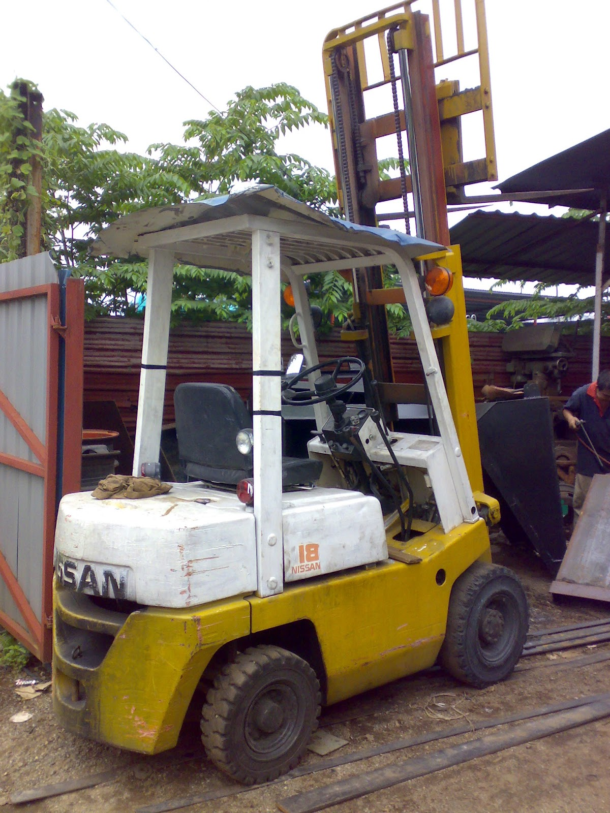 Brand/Model: Nissan/ NSF01M18 Capacity: 1500kgs. Fuel: Diesel  Engine-powered. Lifting height: 2 stage 3000mm Wide Visible Mast  Transmission: Manul type