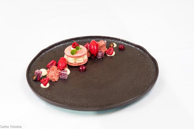 Macaron de Framboesa com mousse de chocolate branco