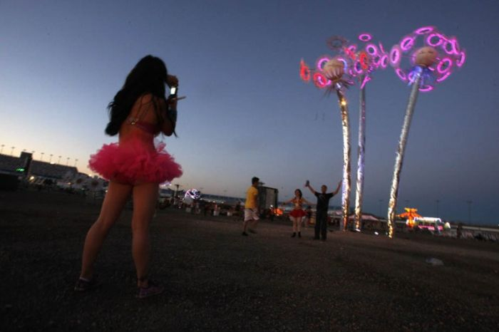 Southern California Electric >> Electric Daisy Carnival 2011 ~ Damn Cool Pictures