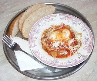 shakshuka preparatedevis, Shakshouka, Saksuka, mancaruri cu legume si ciuperci, retete de mancare, oua ochiuri gatite in sos de rosii si ardei,
