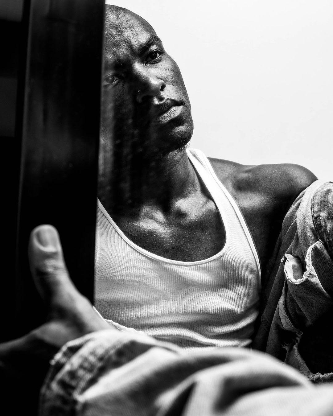 MaN in the MirroR, by Mike Esperanza ft Kendrick Samuel