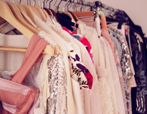 """"""" ubrania po domu """"  w dążeniu do idealnie zorganizowanej szafy"""