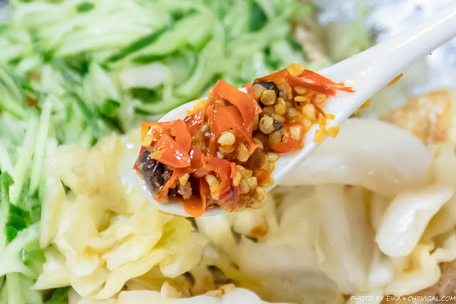 MG 2591 - 老吳臭豆腐,小黃瓜與泡菜多到直接滿出來!隱身巷內超過40年的老店好味道