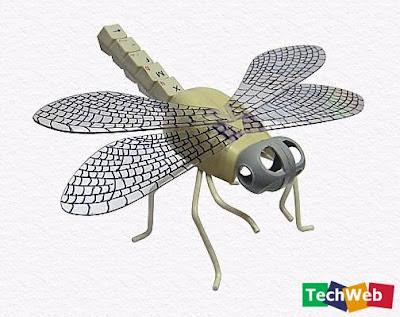 mosca hecha con  partes de computadoras recicladas