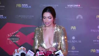 Deepika Padukone Promoting   Return of Xander Cage in India in Golde Gown 75 .xyz.jpg