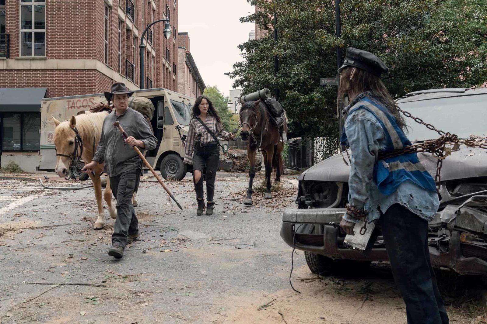 Eugene, Yumiko y Ezekiel, en el episodio 10x14 de The Walking Dead