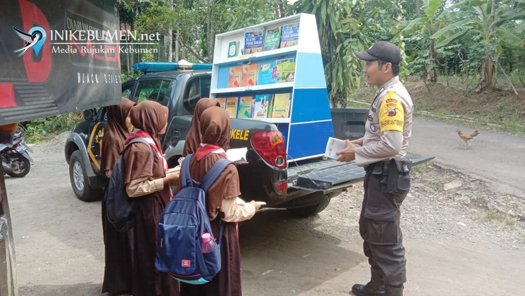 Keren, Mobil Patroli Polsek Rowokele jadi Perpustakaan Keliling