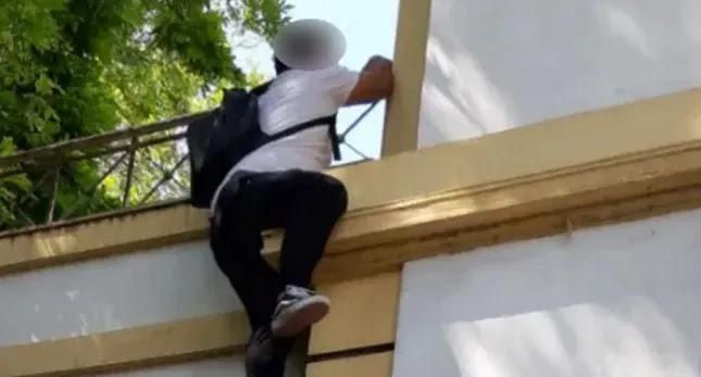 Καταστηματάρχης απείλησε να πέσει από τον 1ο όροφο