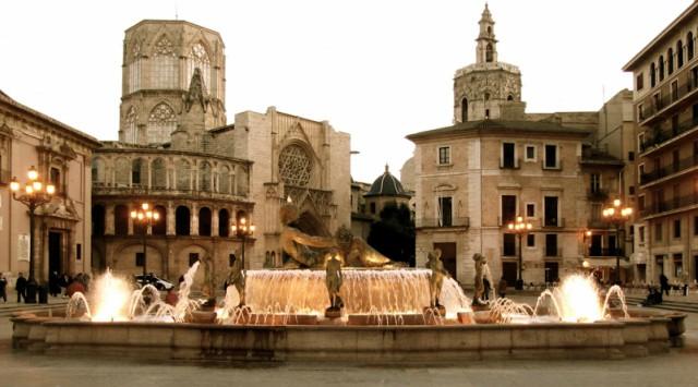 plaza-de-la-virgen-valencia-poracci-in-viaggio-miglior-acchetto-volo-hotel
