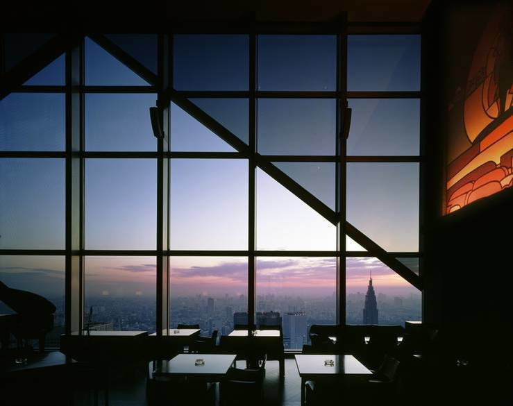 The World's 30 Best Rooftop Bars… Everyone Should Drink At #9 At Least Once. - The New York Bar is on the 52nd floor in the Park Hyatt hotel in Tokyo, Japan.