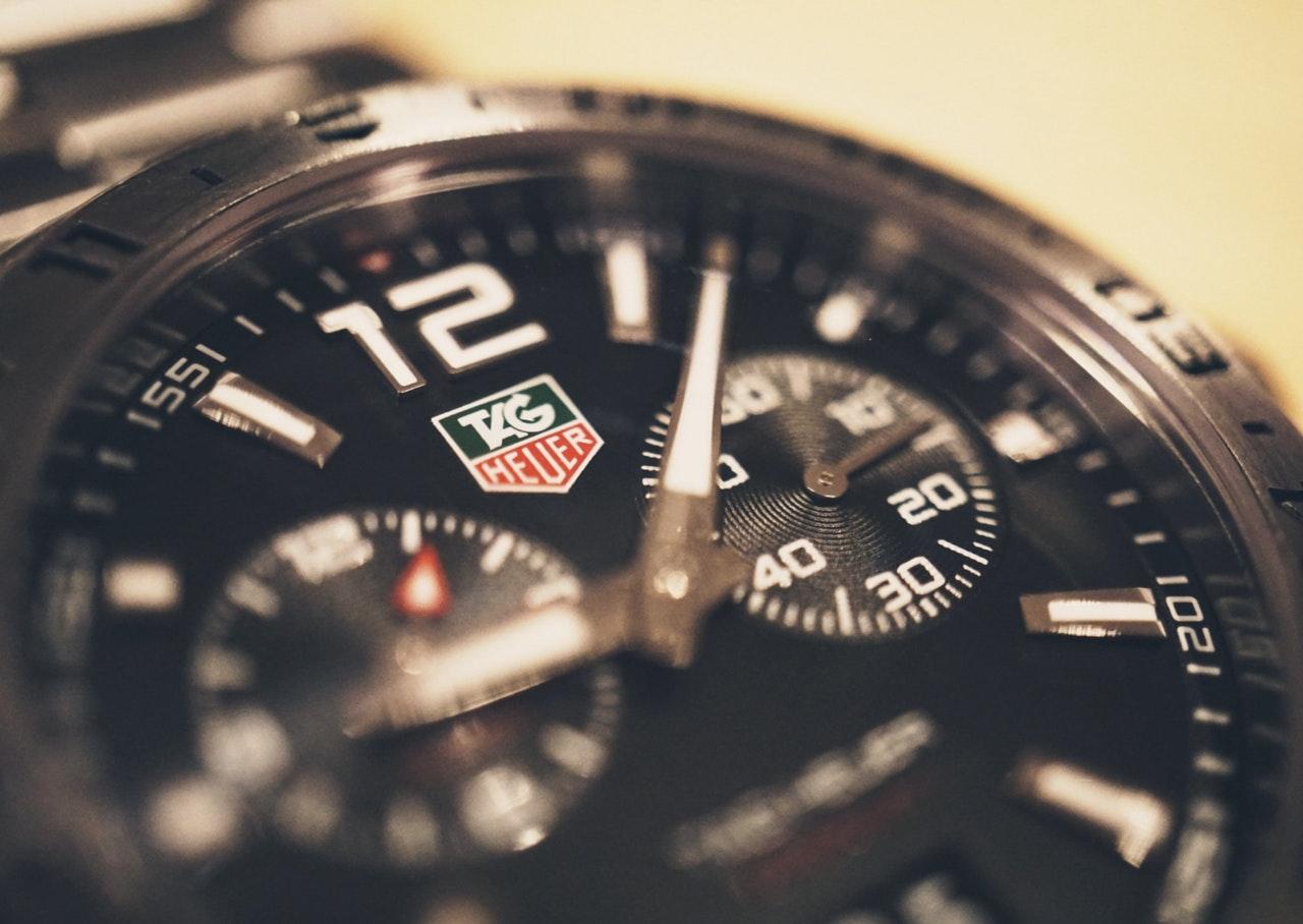 Jam tangan merk Tag Heuer