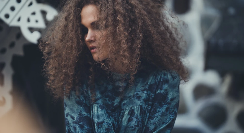 5 quick ways to add volume to your hair (only takes 10 minutes)