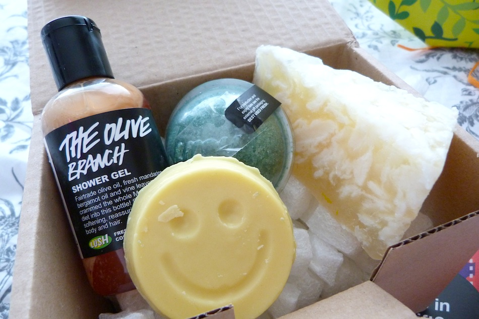 an image of contents of ray of sunshine gift set from lush