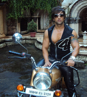 Yash Birla age, sister, family, boyfriend, children, father, house, gay, group