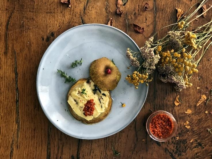 Aperitivo de pera con queso brie trufado