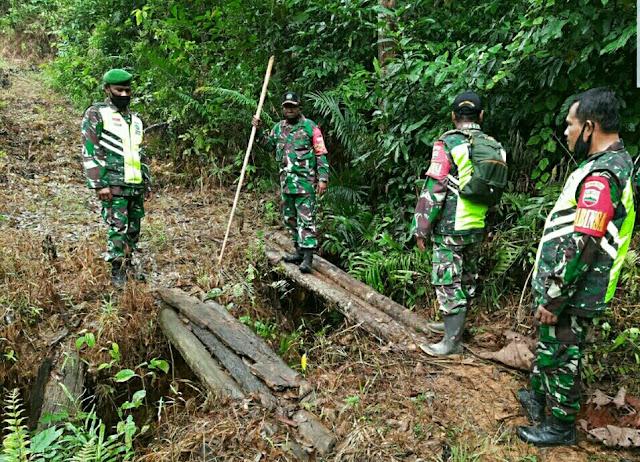 Danramil 01/Ranai Bersama Babinsa Meninjau Jalan Lokasi TMMD Sebayar TPA Batu Sisir