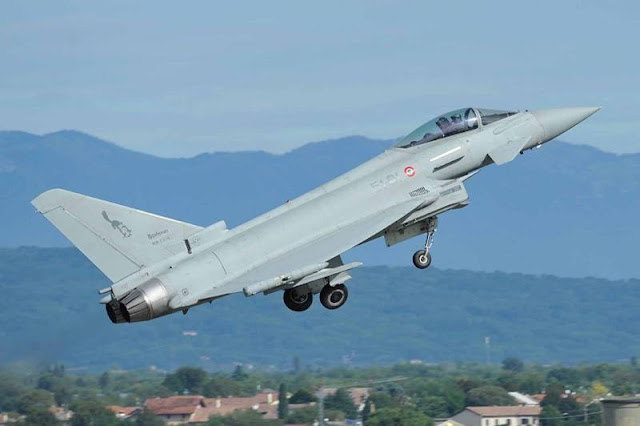 Busy Easter Eve for Italian Air Force aircraft