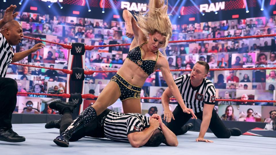 Charlotte Flair é suspensa pela WWE