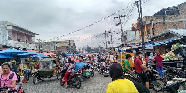 H-1 Lebaran, Masyarakat Padati Pasar Tradisional