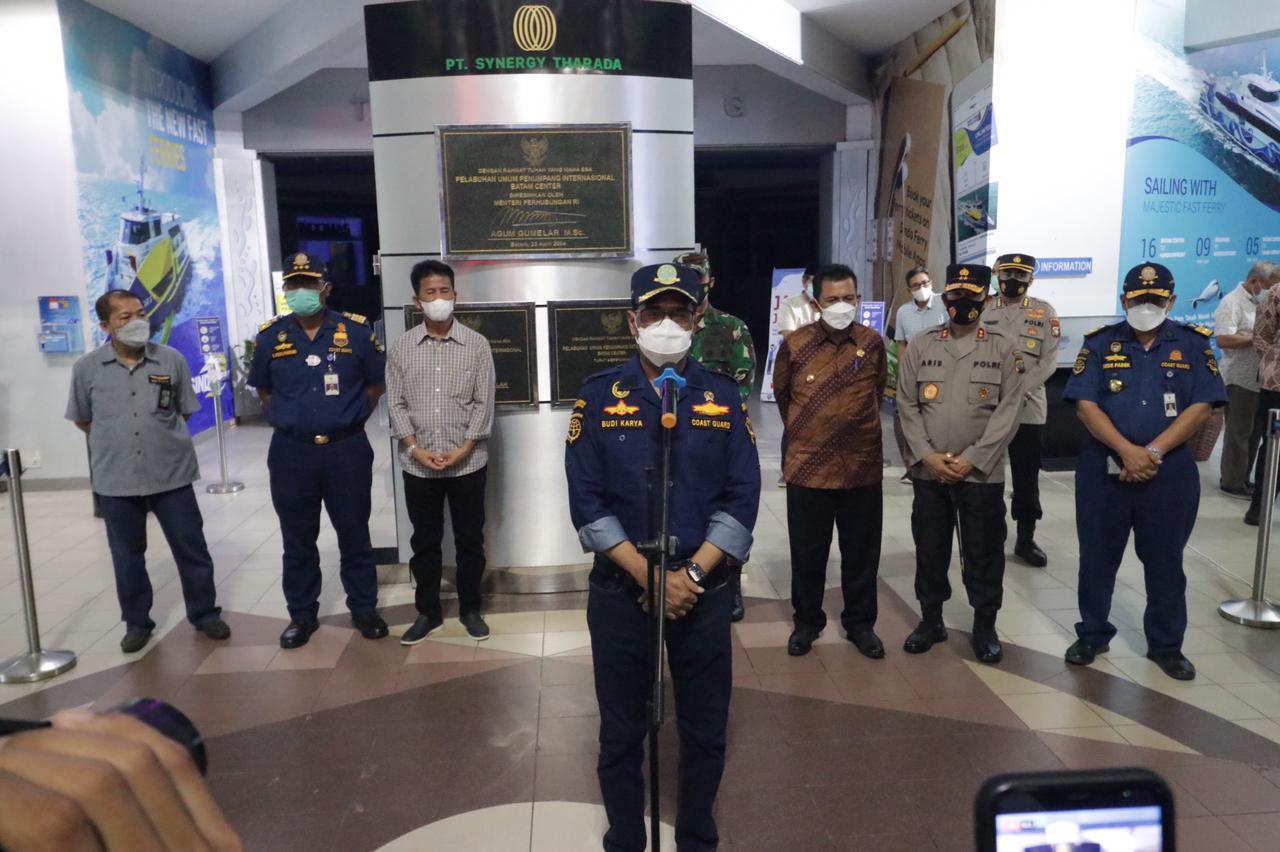 Menteri Perhubungan Didampingi Kapolda dan Gubernur Kepri Meninjau Para Pekerja Migran Yang Kembali ke Tanah Air