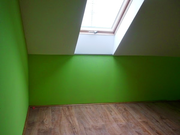 zielony pokój dziecięcy na poddaszu